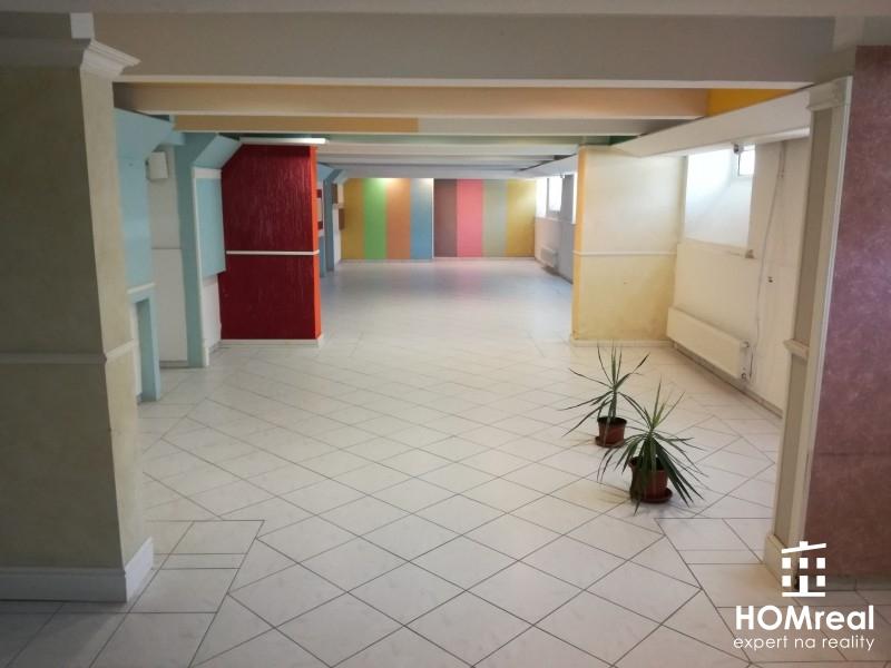 ***Prenájom priestorov vhodných ako kancelária, obchodné priestory alebo ateliér v Trnave - centrum okolie***