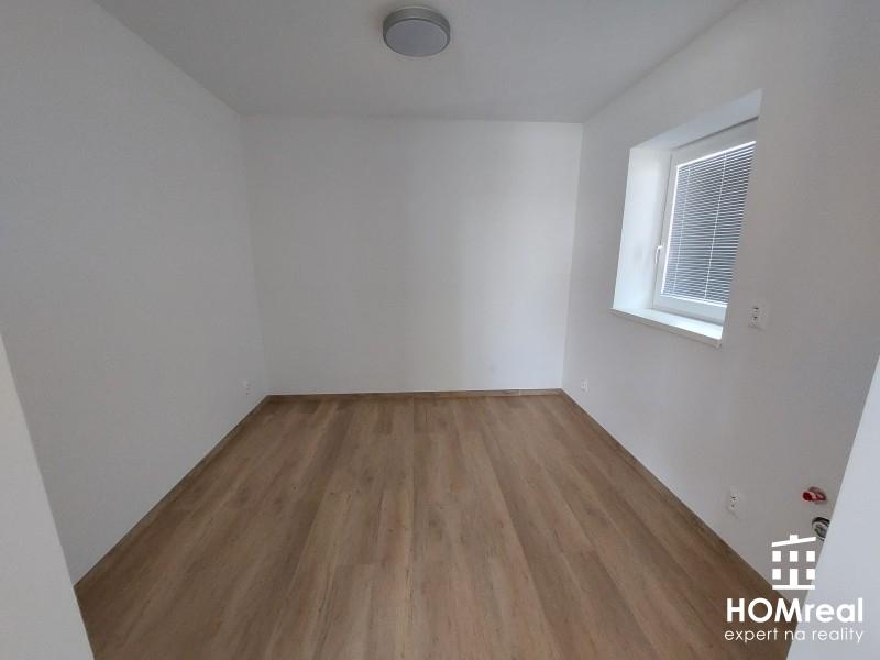 Ponúkame vám kanceláriu / priestor 20m2 na prenájom v novej polyfunkčnej budove v Cíferi
