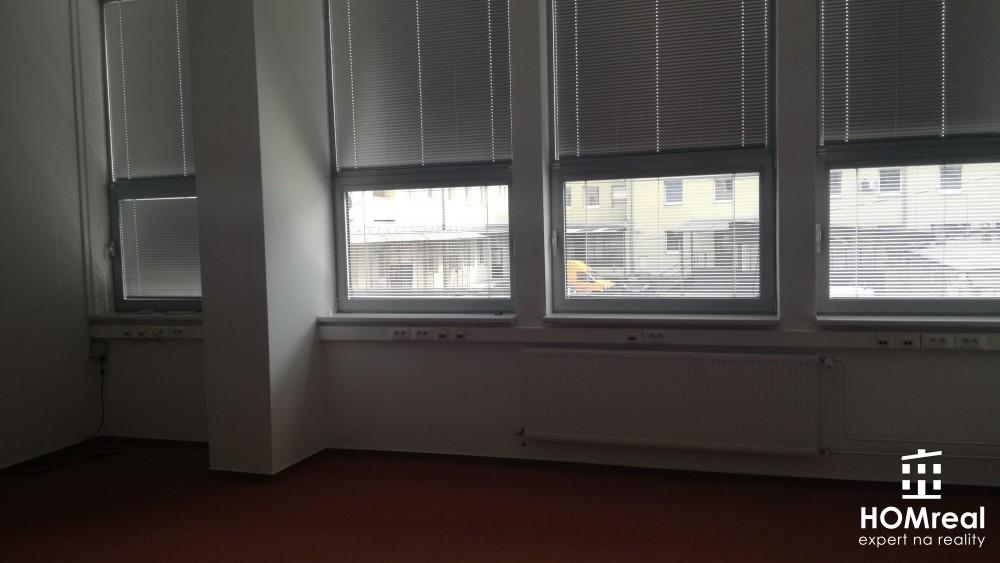 Ponuka kancelárskych priestorov v polyfunkčnej budove v centre mesta!